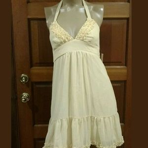 Charlotte Russe. Size 7. NWT. Pastel yellow. 💐💐